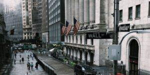 U.S. Stock Futures Slip to Start the Week