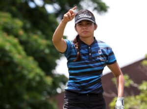 Uy seizes 1-shot lead after a 71