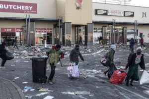 South African crowds rampage overnight, defying calls for end to violence, looting, World News & Top Stories