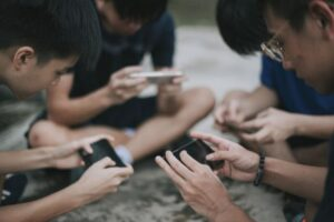 Tencent uses facial recognition to curb young late-night gamers, Tech News News & Top Stories